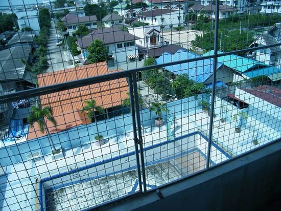 Khum Suphan Hotel : Window with grills