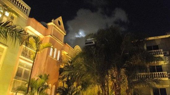 Hotel Villa Mayor: Hotel em noite de lua linda