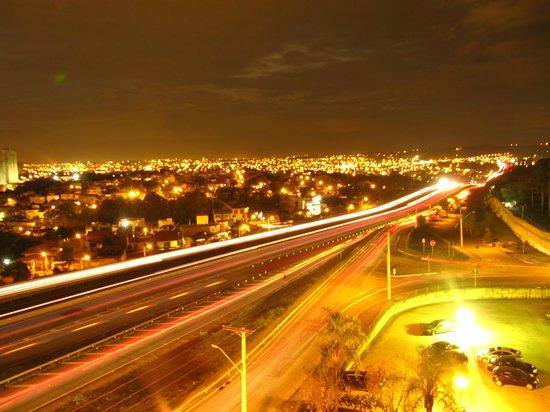 Ibis Sorocaba: Vista do Hotel para a Rodovia Raposo Tavares.