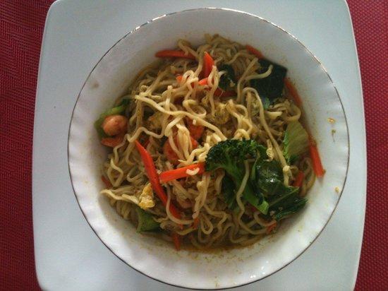 Magoes Warung: Nudelsuppe mit frischem Gemüse