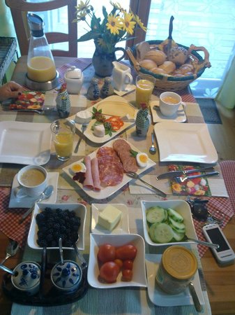 Fam. Bechtold Privatzimmer im Holzhaus : Buffet colazione giorno2