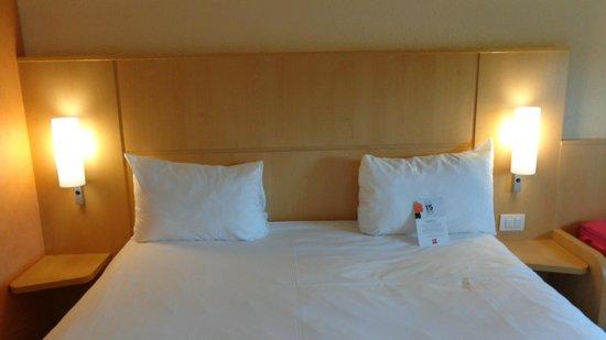 Ibis Como: Room