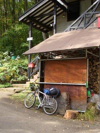Okushnaso: 階段の下で自転車を整備