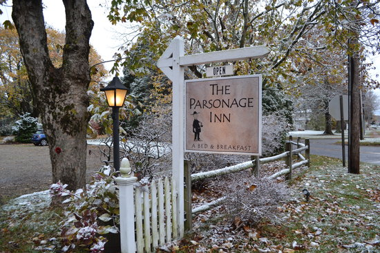 The Parsonage Inn: Lovely, winter's first dusting!