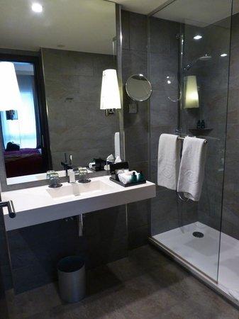 Sofitel Strasbourg Grande Ile : Bad in der Junior Suite