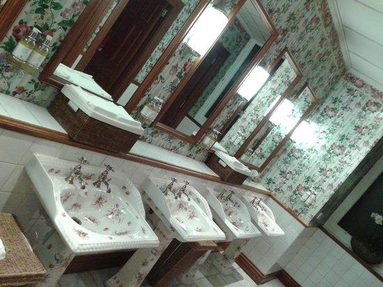 The Balmoral Hotel: Banheiro social - Um charme!