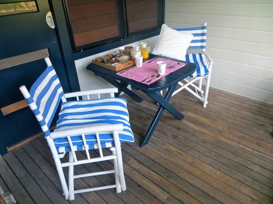 Cavvanbah Beach House: Porch area outside our room -- perfect breakfast setting
