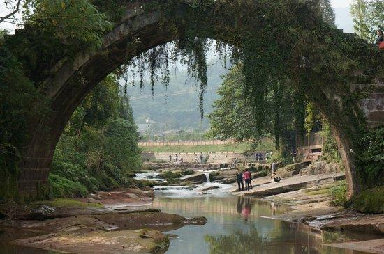 Shangli Ancient Town : Ancient bridge
