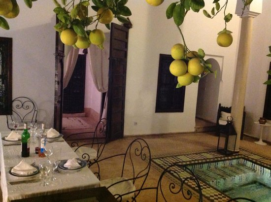 Riad Porte Royale: Dinner Table
