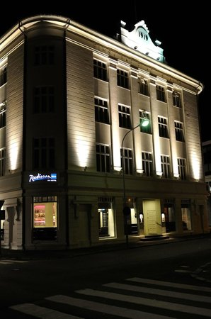 Radisson Blu 1919 Hotel, Reykjavik: Hotel exterior at night
