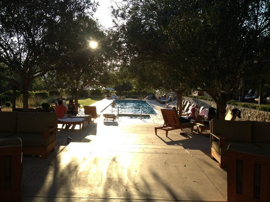 Calistoga Ranch, An Auberge Resort: pool area at sunset