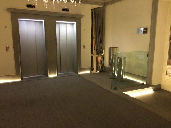 Hotel Brunelleschi: Lift area