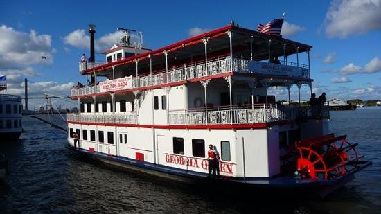 Hampton Inn Savannah - Historic District : River boat cruises are only 5 minutes walk away from the Hotel