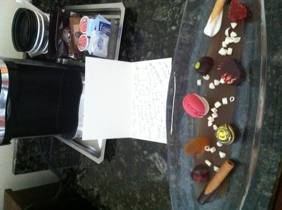 Hilton Orlando: Our beautiful yummy plate of chocolates from Holly & Michael!
