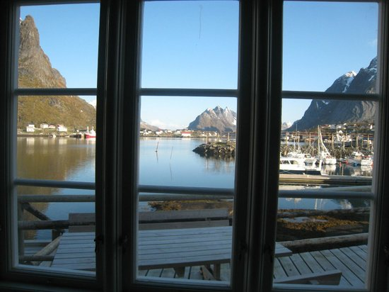 Reine Rorbuer : The lovely view from the living room window