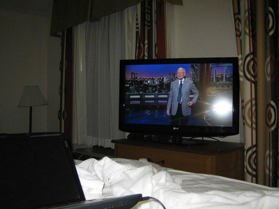Hampton Inn & Suites Orlando International Drive North : Big flat TV, and Dave Letterman still rocks!