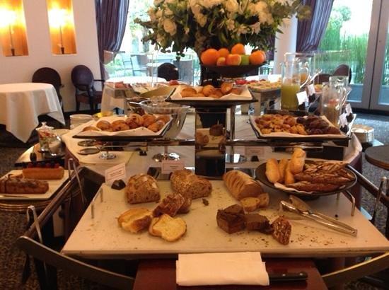 Hôtel Barrière Le Fouquet's Paris : breakfast