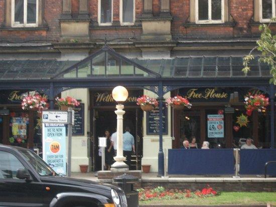 Sir Henry Segrave: brilliant pub