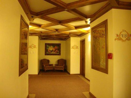 Hotel Ritta Hoppner: Corredor com acesso aos quartos.