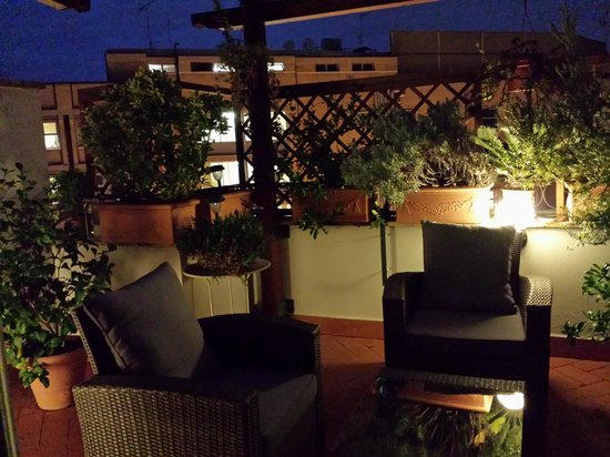 Althea Inn Roof Terrace: Balcony in the Evening