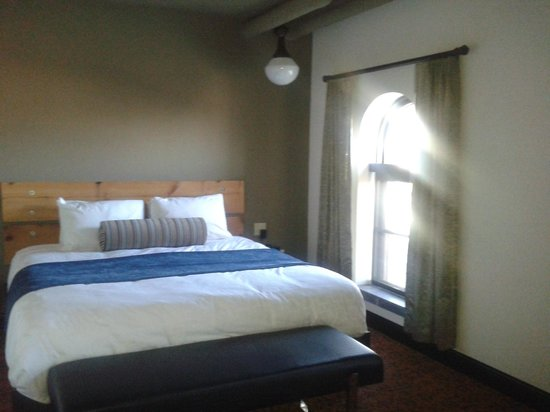The Brewhouse Inn & Suites: Great bed