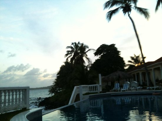 Casa Canada: Sunset at the pool