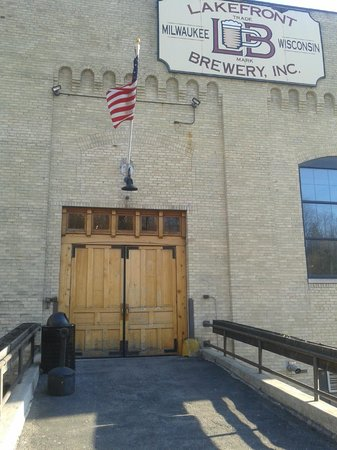 Lakefront Brewery : Entrance