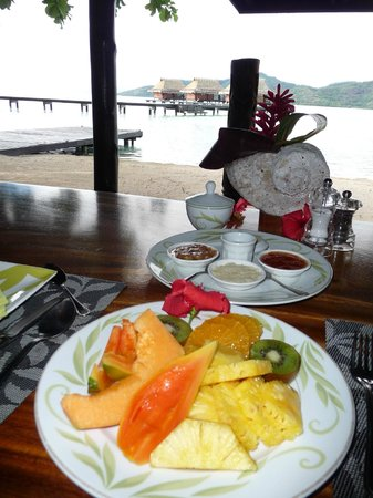 Vahine Private Island Resort: breakfast with a view!!