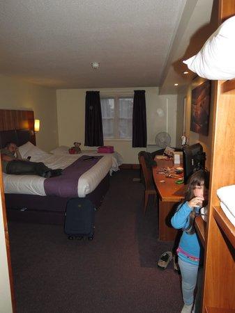 Family room picture of premier inn london edgware hotel for Premier inn family room