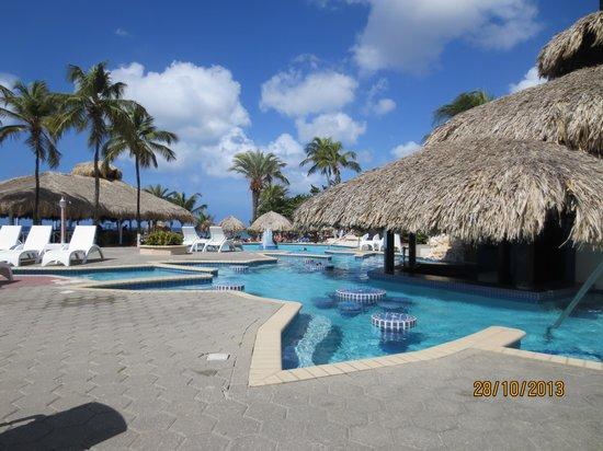 Sunscape Curacao Resort Spa & Casino: Pool bar