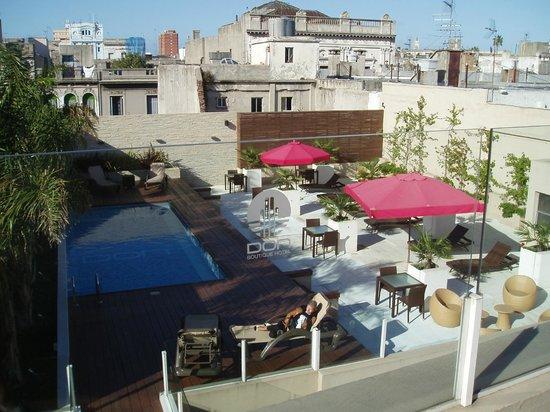 Don Boutique Hotel : Vue sur la terrasse avec la piscine