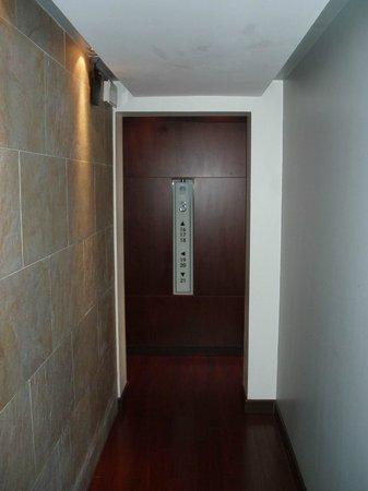 Don Boutique Hotel : Couloir intérieur de l'hôtel avec de beaux matériaux