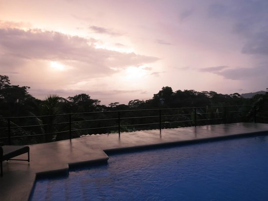 Alma de Ojochal : Beautiful sunset at the Alma pool