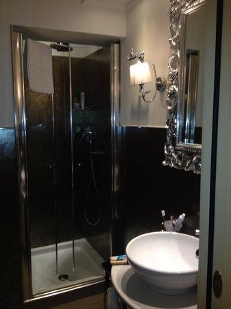 HOTEL OLIMPIA Venice: Banheiro