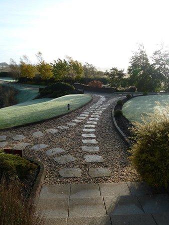 Lochside House Hotel & Spa: Path to bridge