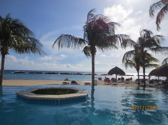 Sunscape Curacao Resort Spa & Casino: View from pool