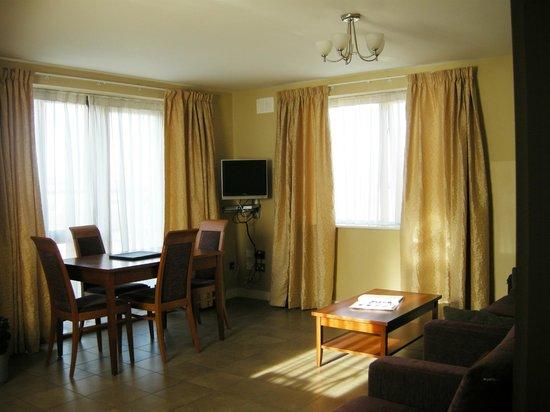 Staycity Aparthotels Saint Augustine St: living room