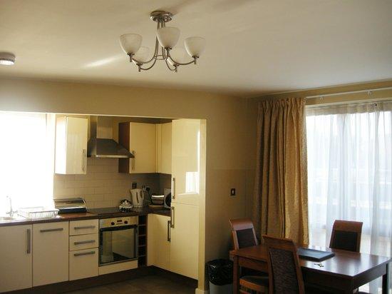 Staycity Aparthotels Saint Augustine St: kitchen