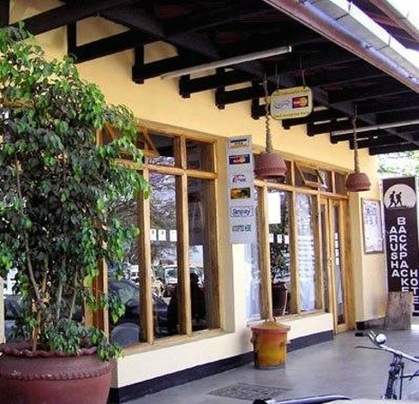 Arusha Backpackers Hotel: Entrance