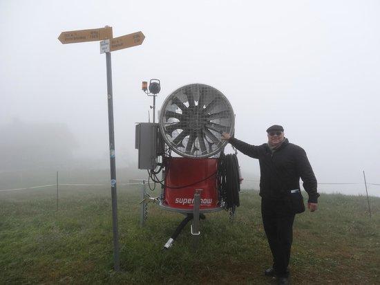 Grindelwald, Szwajcaria: Mais uma lá de cima com nevoeiro
