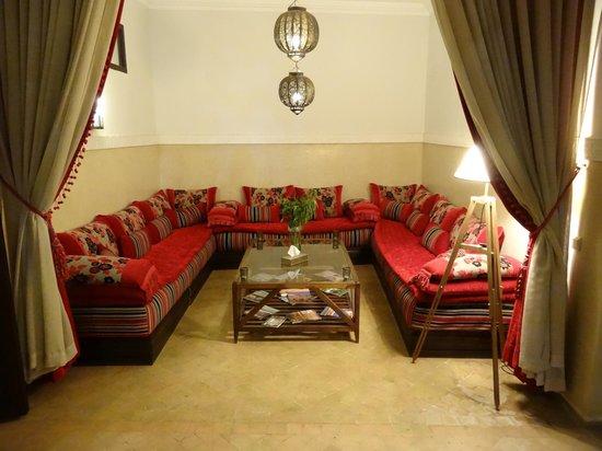 Riad Badi : Le canapé