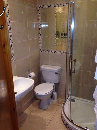 Kingfisher Townhouse: Badezimmer/Doppelzimmer