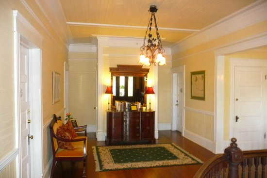 Coombs House Inn: 2nd Floor Foyer