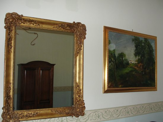 Hotel Art Resort Galleria Umberto: La décoration de la chambre