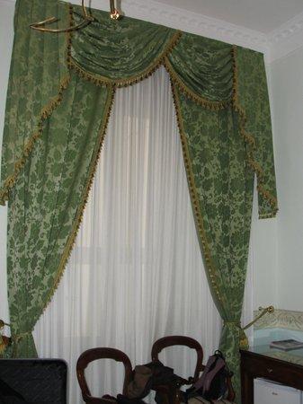Hotel Art Resort Galleria Umberto: La fenêtre de la chambre