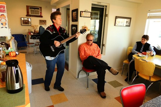 Hinsdale, MT: A visitor stops in with an impromptu jam