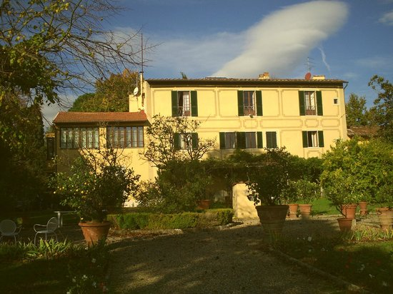 Ape Rosa Relais : villa vue du jardin