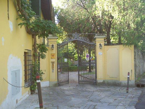 Ape Rosa Relais : entrée de la villa