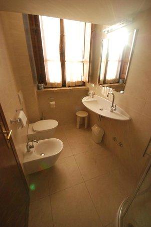 Lo Spedalicchio: Bathroom