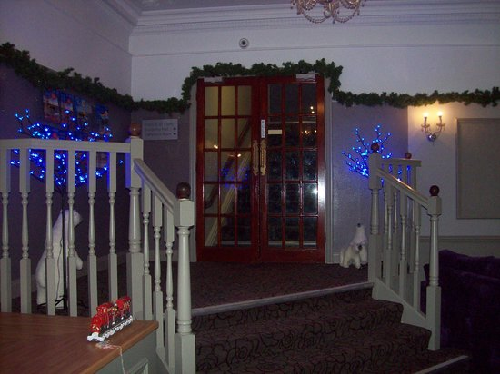 Bay Torbay Hotel: Christmas lights on steps